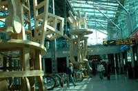フィンランド・ヘルシンキ 空港ロビー.jpg