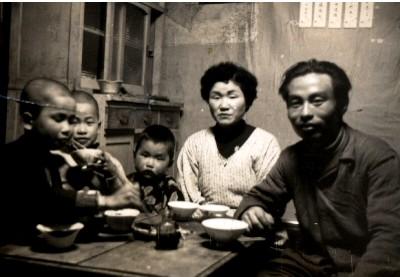昭和33年頃の食事風景 2 .jpg