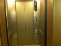 2011.1019エレベーターのドア.JPG