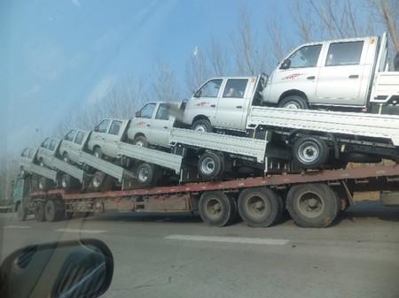 2012.0116中国威海トラックを積むトレーラーDSCF1891.jpg