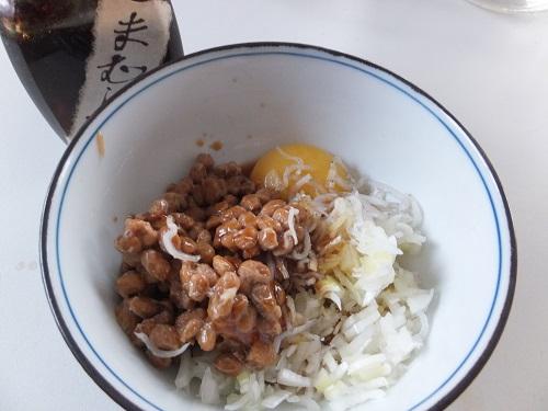2013.0417ご飯掛け納豆と雉の卵DSCF2099