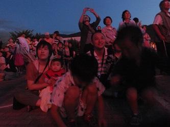 2013.0720花火を見る人DSCF3845