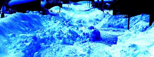 2013.1216道路に出された雪2DSCF7756